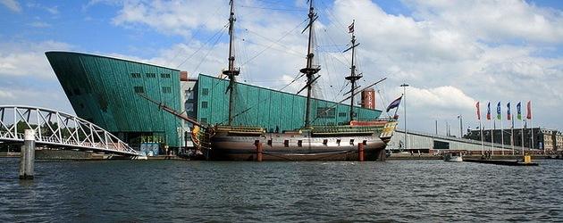 bateau hotel amsterdam